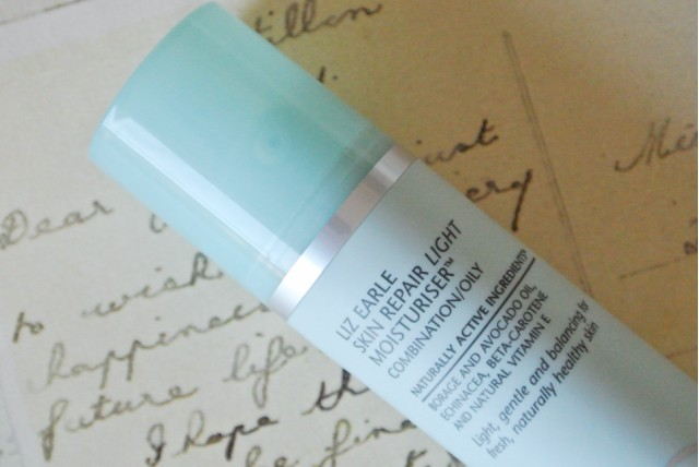 GlitZeeGlam | Liz Earle Skin Repair Light Moisturiser™ (Combination/Oily)